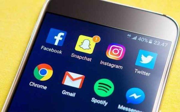 Passi molto tempo sui Social Network? Allora guarda questo video
